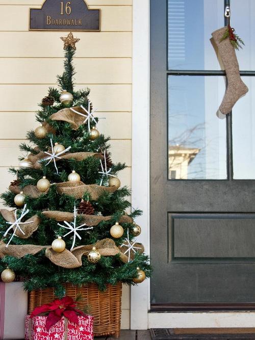 original-layla-palmer-front-porch-christmas-tree-beauty-shot-rendhgtvcom-tree-315483429