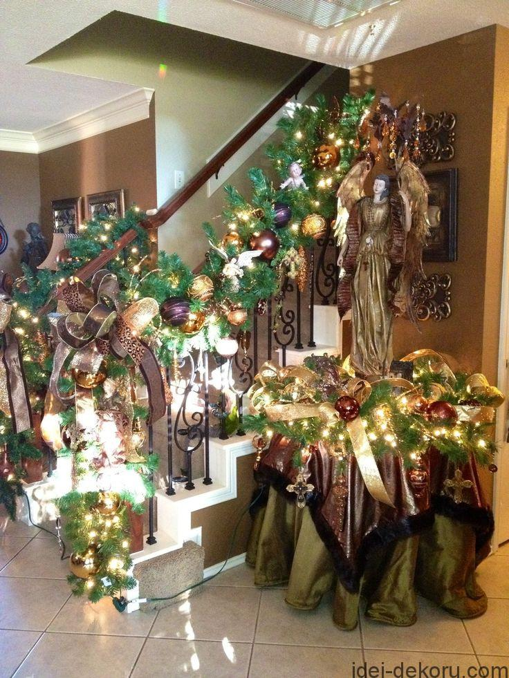 Beautiful Christmas Staircase With Garland