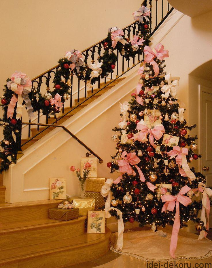 Pink bows. Creative Christmas Tree Decorating Ideas