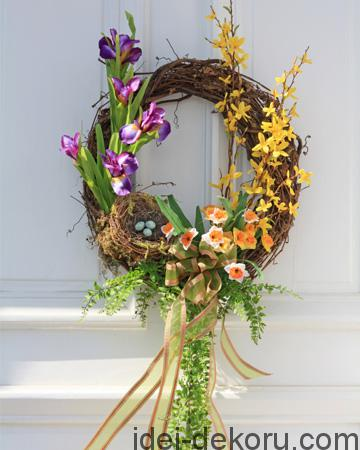 spring-wreath-on-door_xvgisn