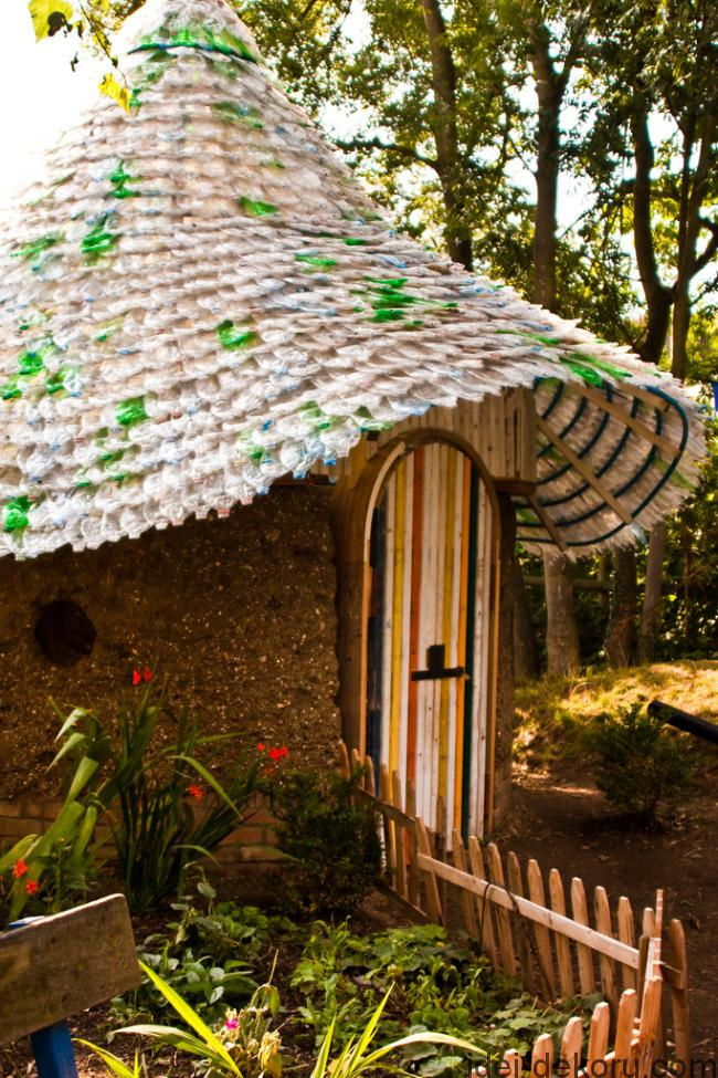 The roof of this hut, called 'The Cob', at Deen City Farm was made from 7,000 plastic bottles.