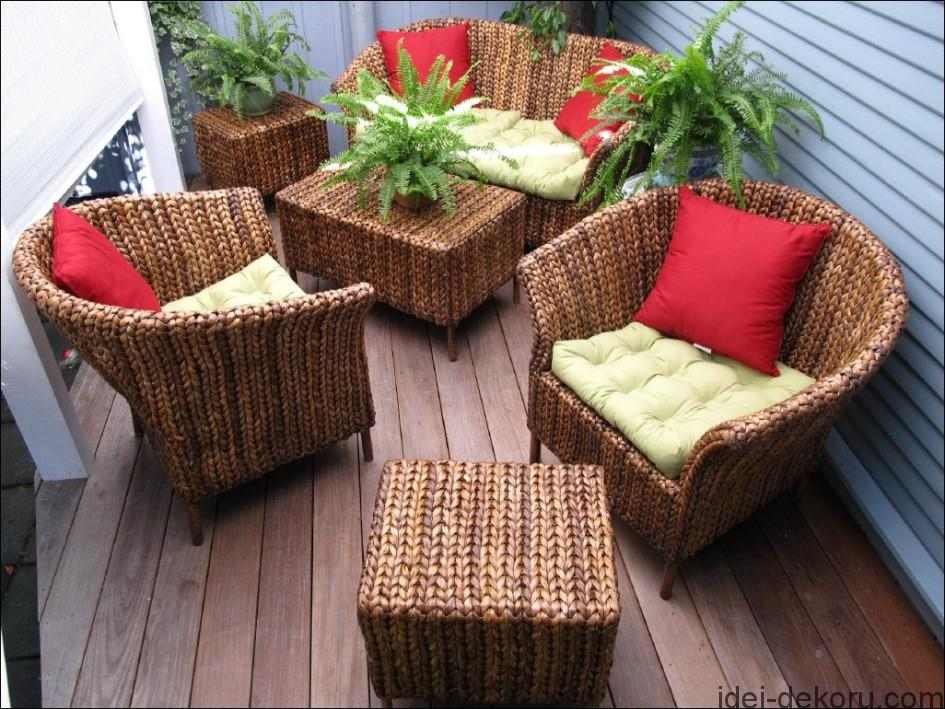 small-home-veranda-but-have-special-decorations-apply-elegant-outdoor-wicker-chairs-plus-stylish-cushions-and-decorative-plants-028-945x709