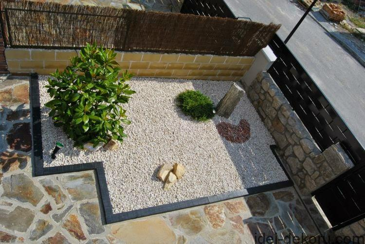 garden-fence-designs-Garden-fence-with-natural-stone-and-bamboo-plants