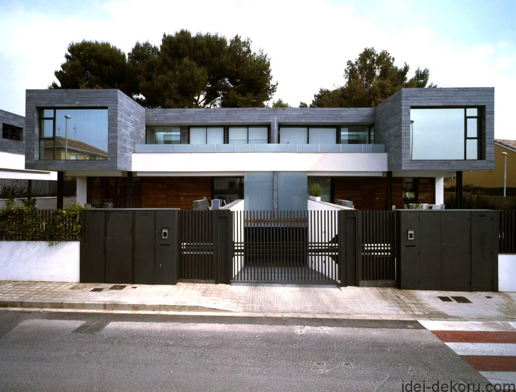 wonderful-metal-fences-design-for-houses-in-modern-design-with-simple-wooden-wall-and-wide-glass-windows-in-the-roadside