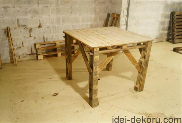 pallet-table-1.jpg.pagespeed.ce.1sUBTwki_Q