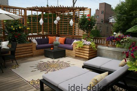Corner-Sofa-Sets-and-Modern-Dark-Chairs-with-Umbrella-in-Eclectic-Outdoor-Patio-Design-Ideas