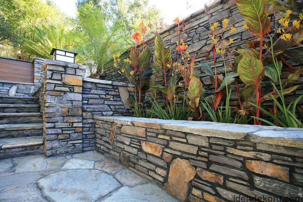 Как украсить кирпичную стену своими руками во дворе 87