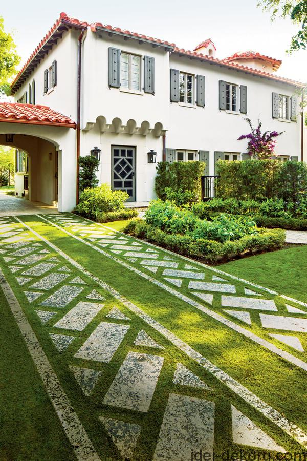 The N. garden in Coral Gables, Florida, design by Sanchez & Maddux, Inc. Landscape Architecture.