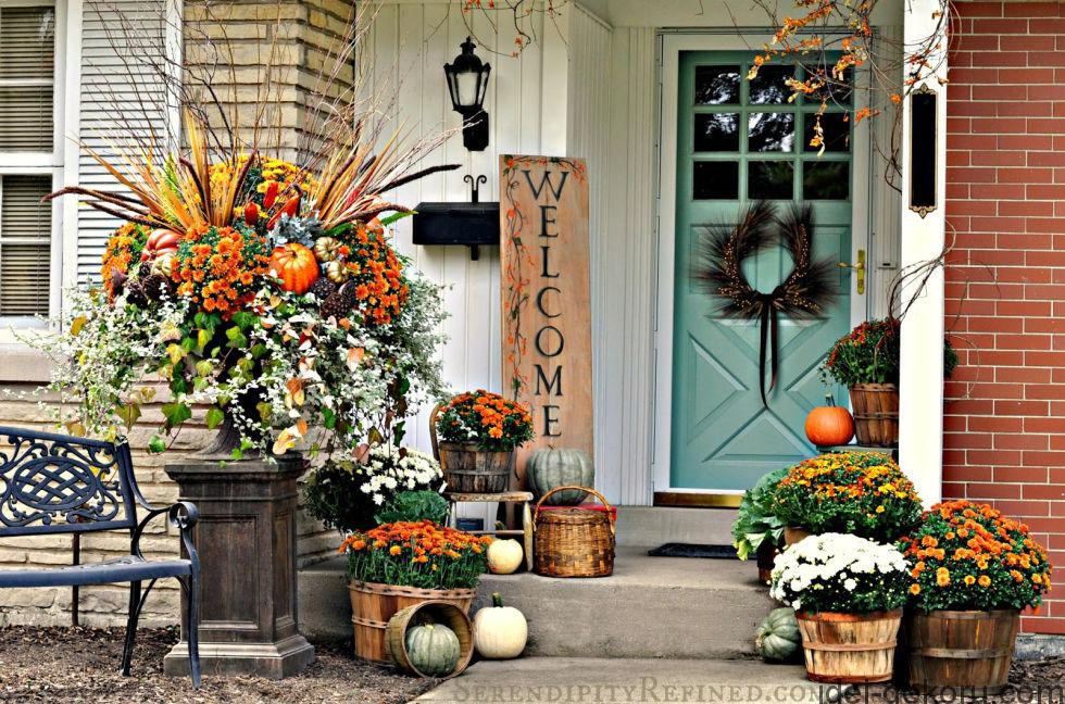 8-fall-porch-outdoor-decorating-idea-simple-harvest-baskets-pumpkins-mums-bittersweet-crop