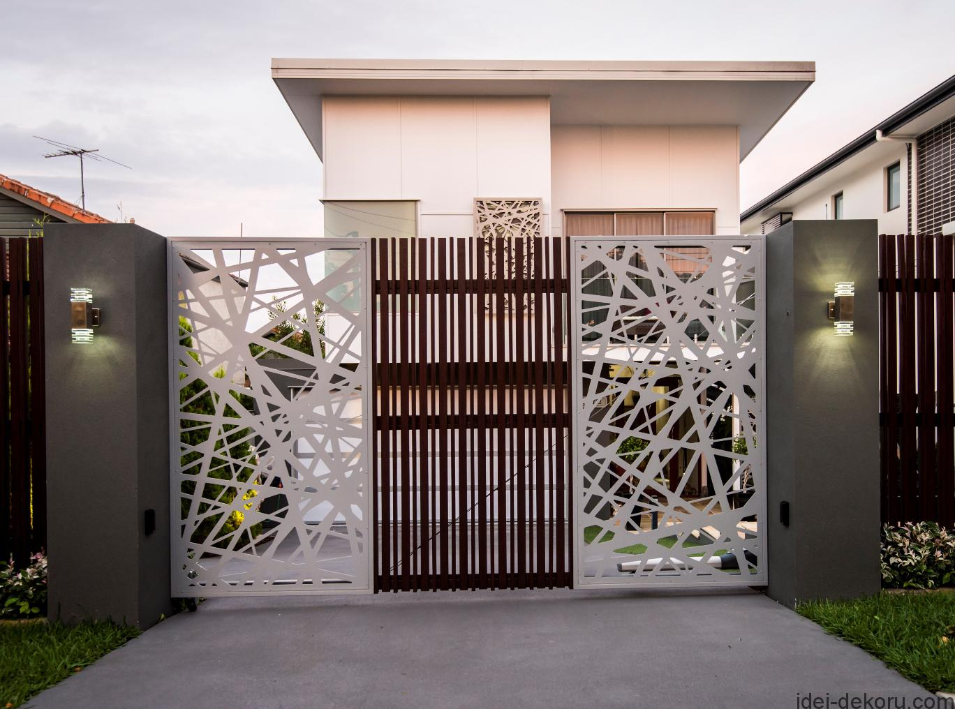 modern-architectural-new-home-brisbane-screened-driveway-gate-metal-designer-lighting-entrance