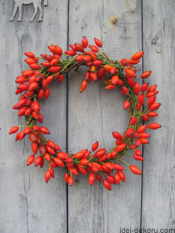 full-rosehip-wreath