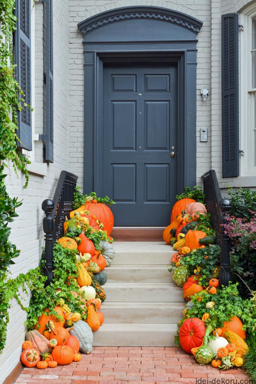 shutterstock-218353438_fall-pumpkin-front-porch-entry-jpg-rend-hgtvcom-966-1449