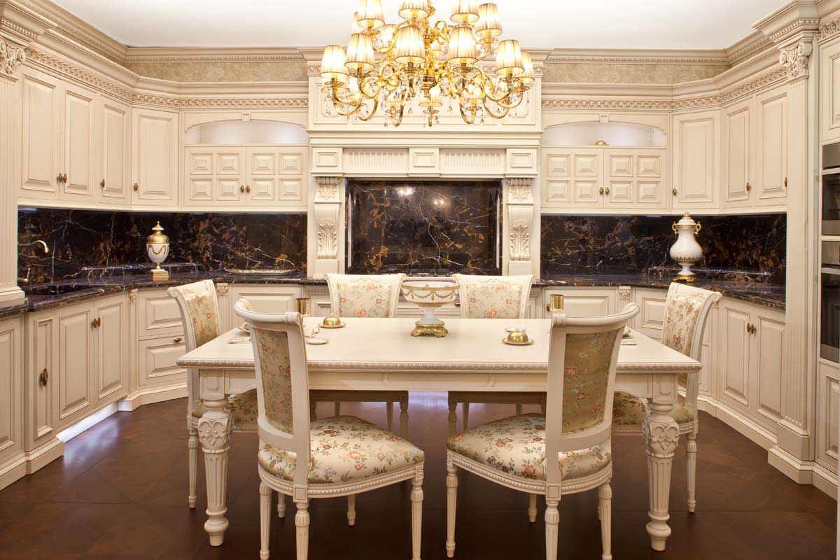dizajn-interera-kukhni-stolovoj-v-klassicheskom-stile50