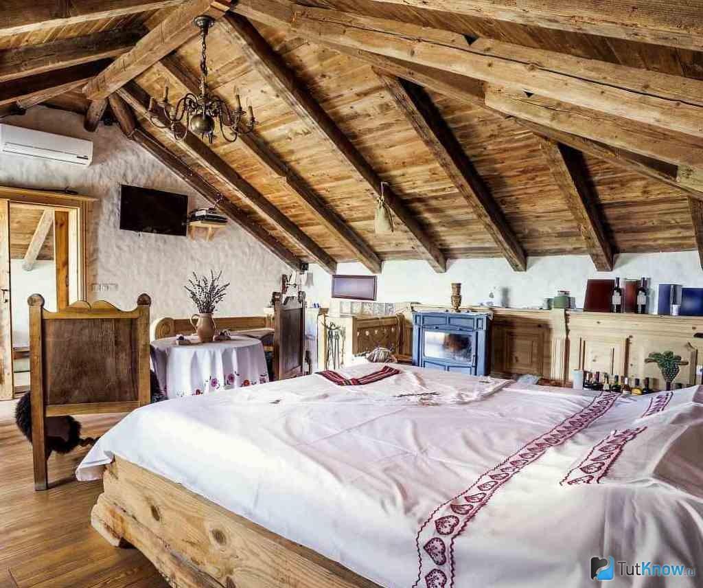 1446427839_mansarda-bani-v-derevenskom-stile
