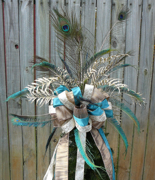 beautiful-peacock-feather-bow-tree-topper