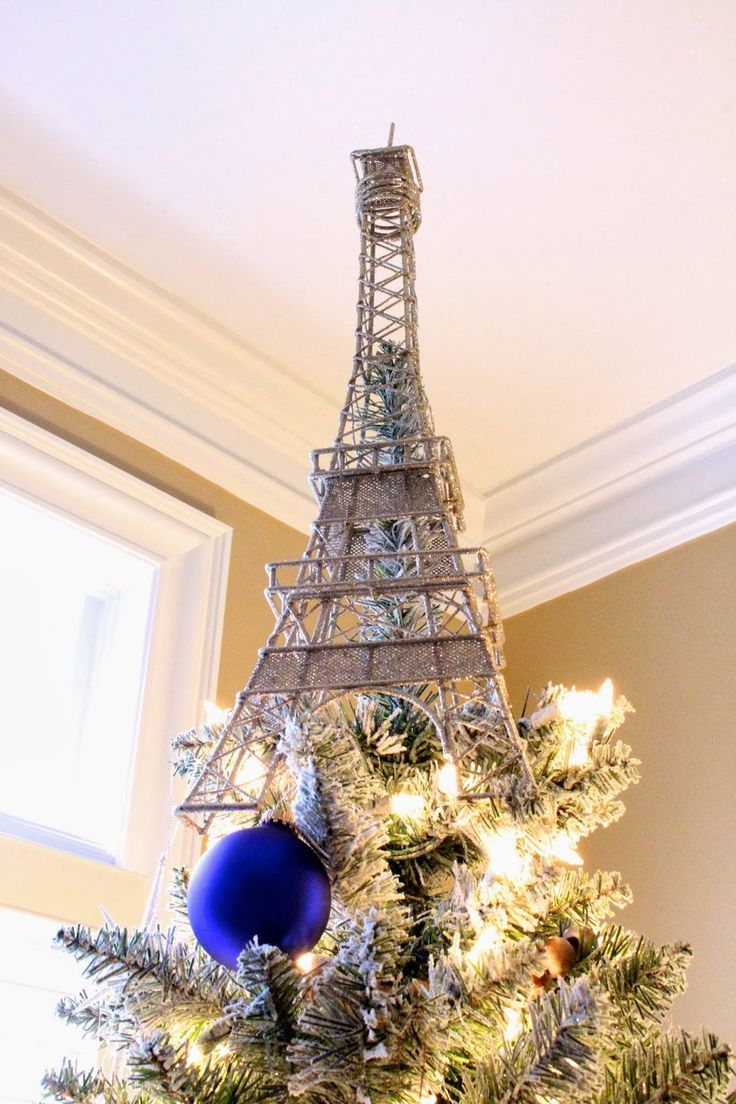 shimmering-eiffel-tower-tree-topper