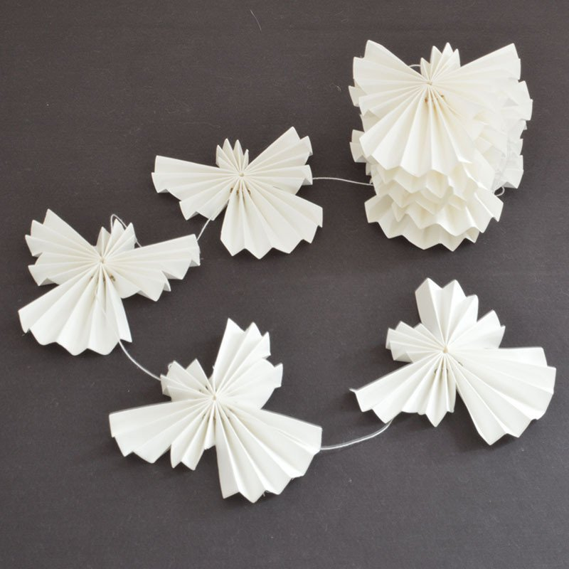 white_paper_angels_on_string_garland_christmas_xmas_decorations_decs_oates_co_1024x1024-%d0%ba%d0%be%d0%bf%d0%b8%d1%8f