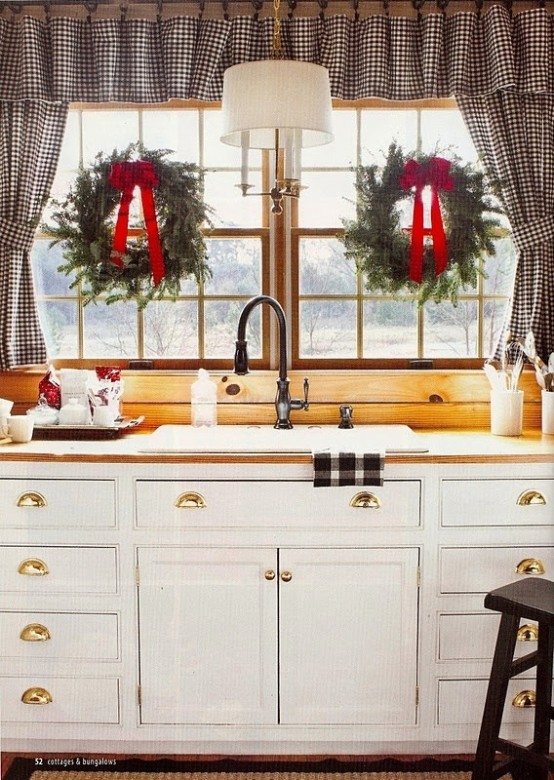 cozy-christmas-kitchen-decor-ideas-6-554x780