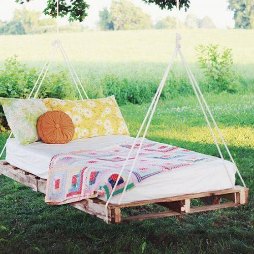 Diy-pallet-swing-hang-bed-500x500