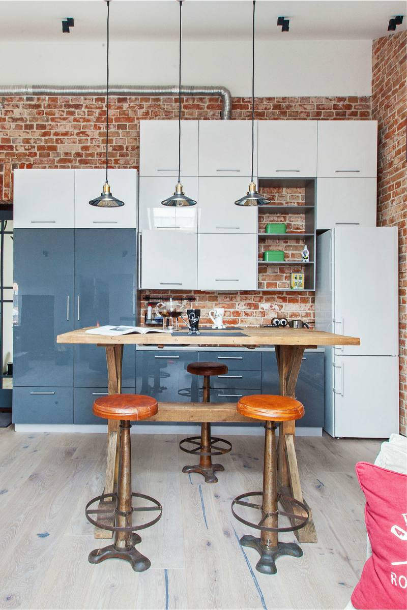 Кухня-в-стиле-лофт-в-мансардном-помещении-4