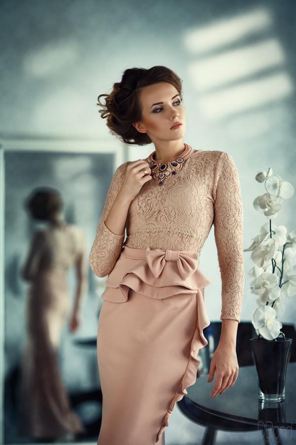 бежевое-вечернее-платье-e1439737763371