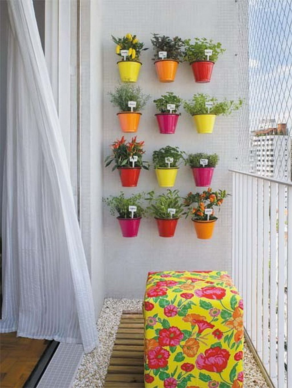 07-balcony-gardens-tiny-space-big-color-homebnc