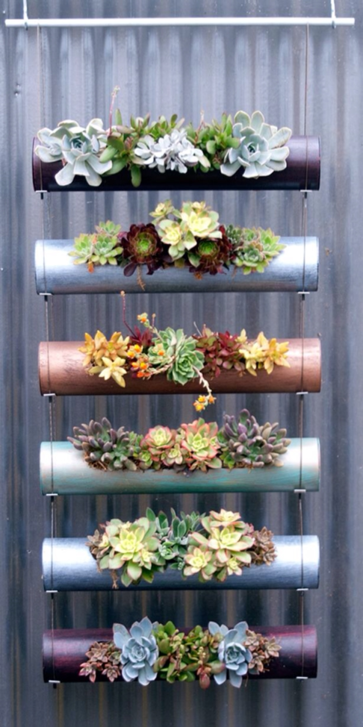 08-a-sleek-modern-vertical-garden-homebnc