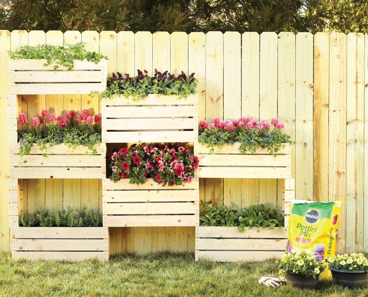 27-a-creative-use-for-ordinary-wooden-crates-vertical-garden-idea-homebnc