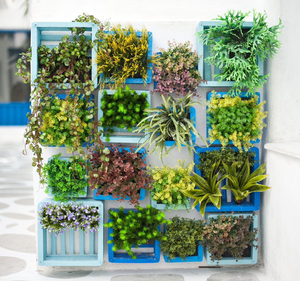 30-a-creative-alternative-for-tiny-crates-vertical-garden-homebnc