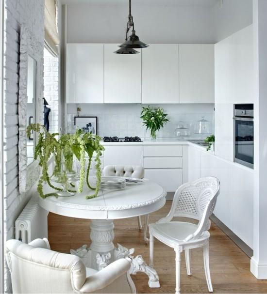 Белая-маленькая-кухня-в-хрущевке