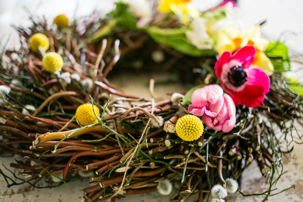 Spring-Door-Wreath-by-Housewife-Confidential-3-3