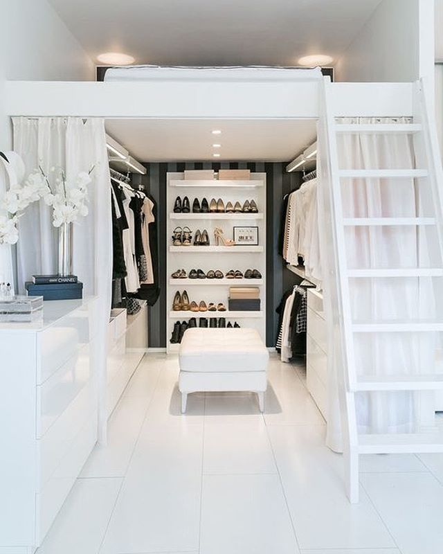gorgeous-space-saving-walk-in-closet-idea