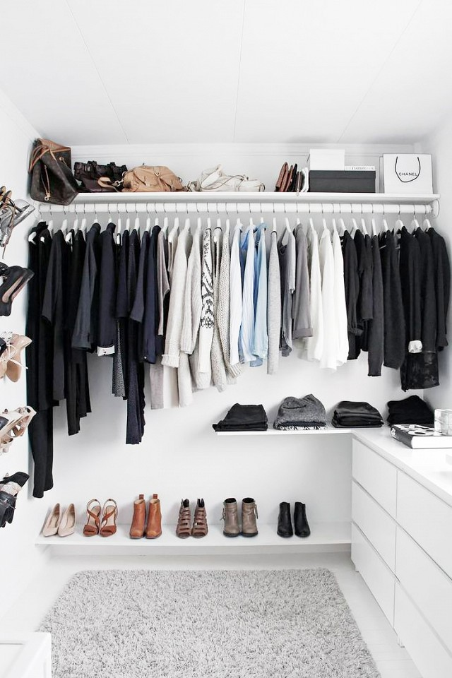 modern-all-white-walk-in-closet-with-a-basic-gray-ikea-Alhede-rug