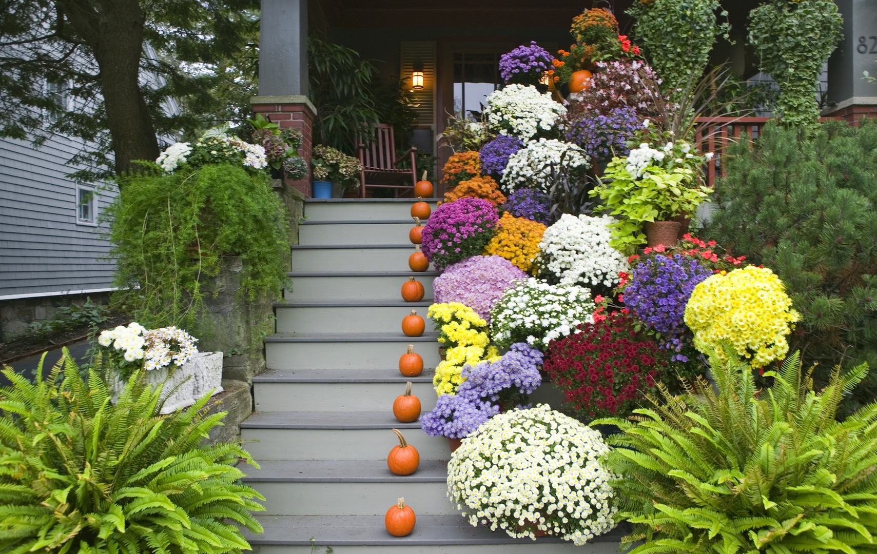 Outdoor-Stairs-Decoration-with-Flowers-Pot-11