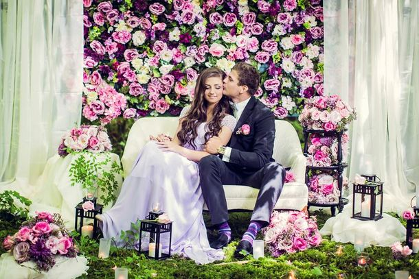 007-southboundbride-wedding-trend-flower-walls-backdrop
