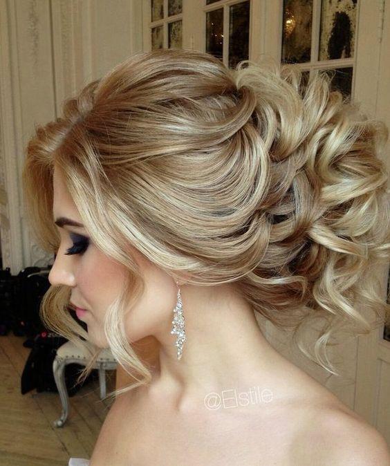 Вечірні зачіски  цікаві ідеї для волосся середньої довжини  9ffe97f72515b