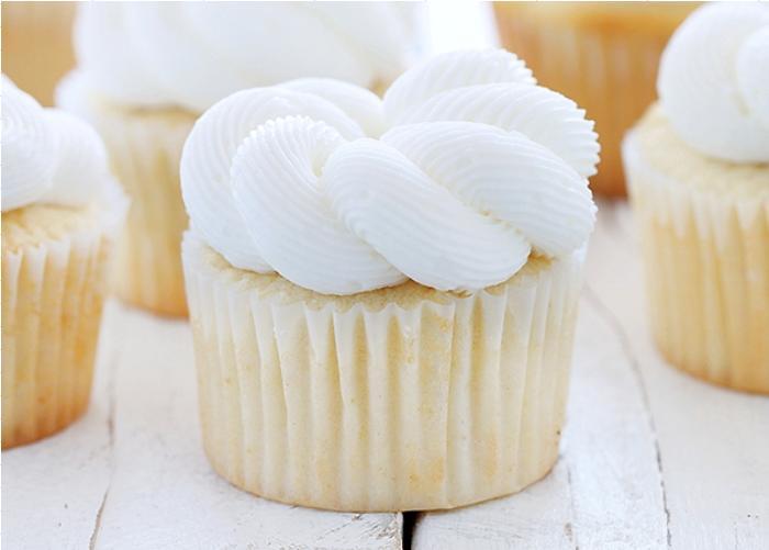 Elegant-White-Cupcakes