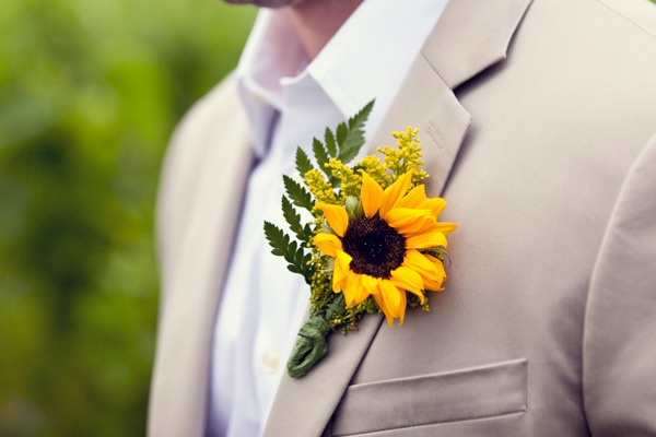 Sunflower-boutonniere