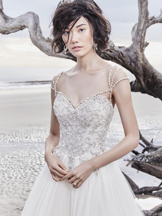 Найпопулярніші весільні сукні 2018  вибір модних наречених  92bd24b759ffa